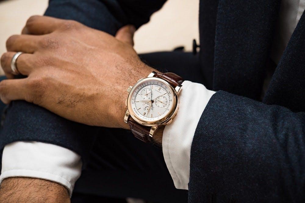 a73e544423ae Qué reloj llevar con un traje