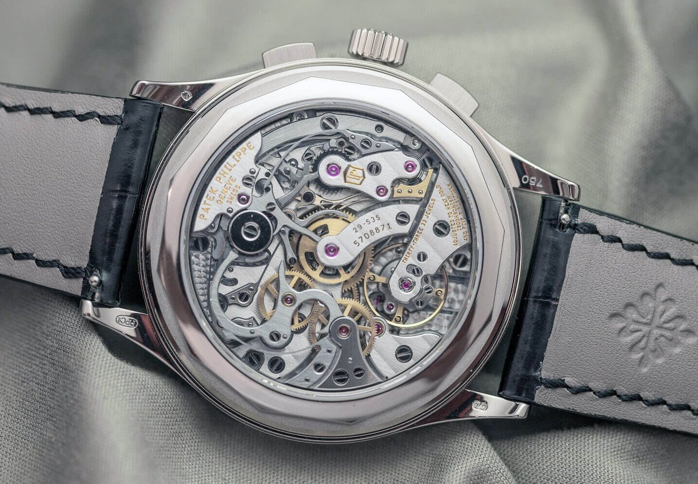 Almost impossible to fake: Patek Philippe Handwound Chronograph Movement