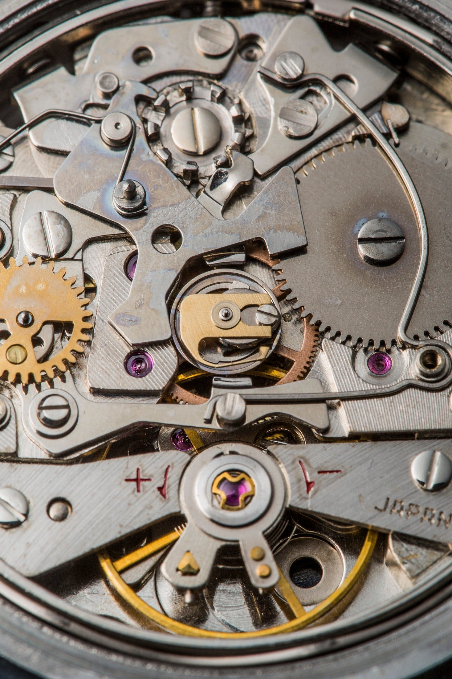 Inside the Seiko 6139: The column wheel is located near the clutch to ensure smooth functioning.