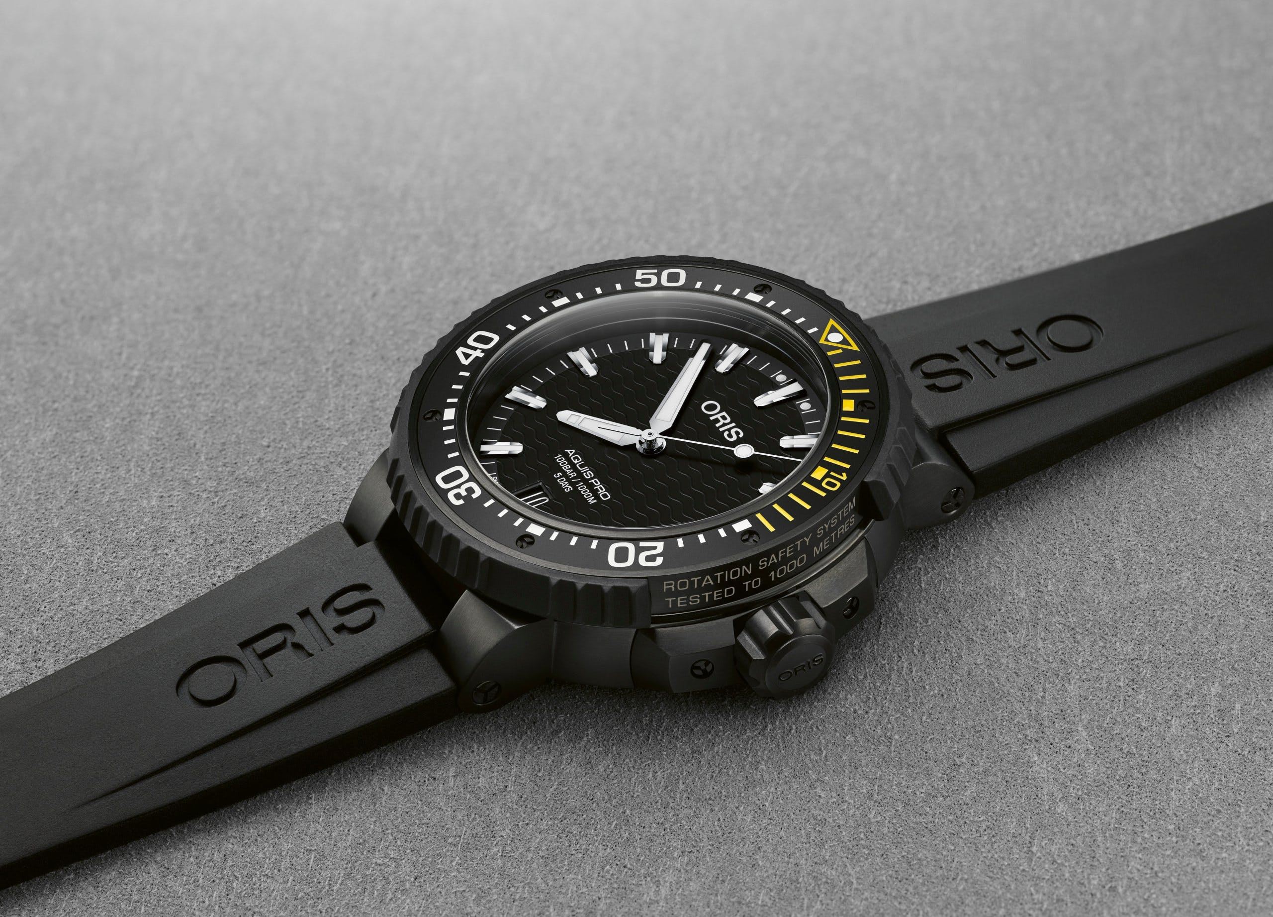 Oris AquisPro Date Calibre 400 in Black