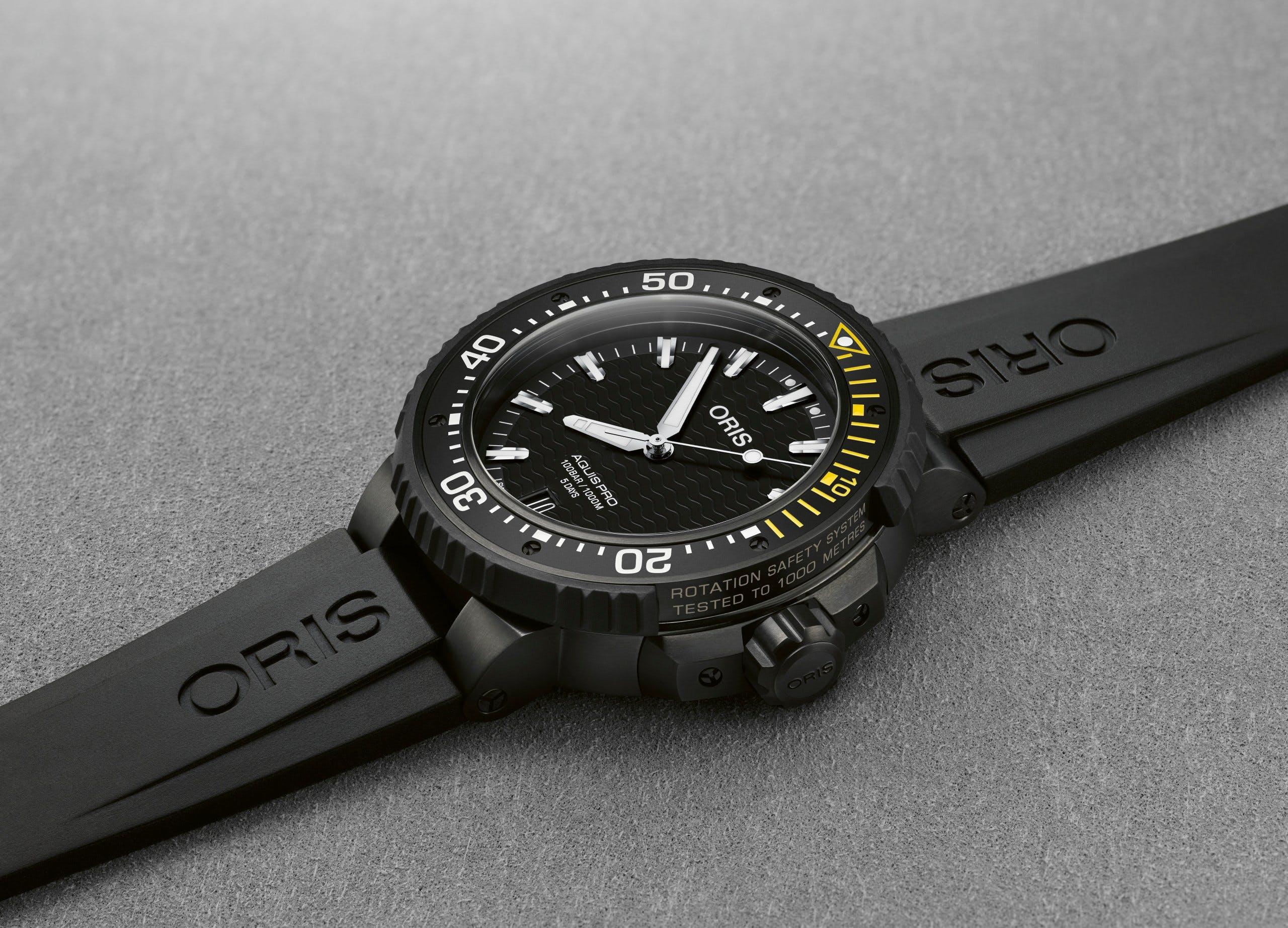 Oris AquisPro Date Calibre 400 in Black
