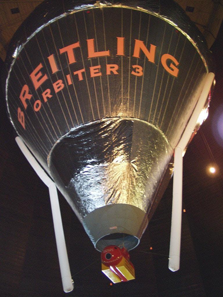Nel 1999 Piccard e Jones fecero il giro del mondo in mongolfiera, con addosso un Breitling.