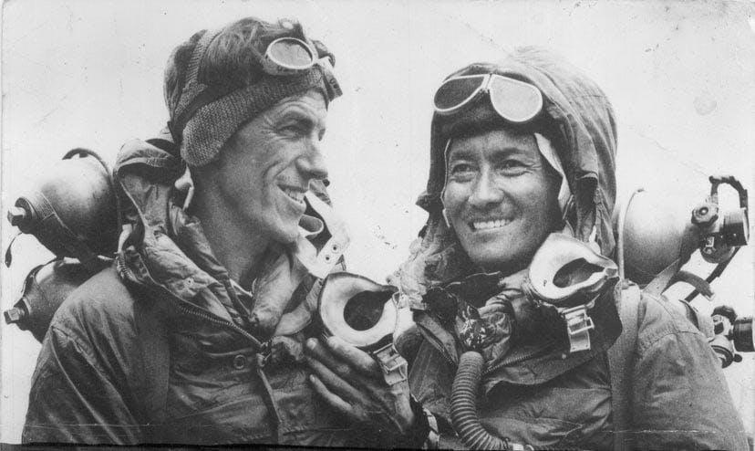Rolex o Smiths? Sir Edmund Hillary ha scalato per primo la vetta più alta del mondo, facendo anche un po' di pubblicità agli orologi.